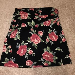 ARTIZIA super cute floral skirt 🌹